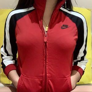 red nike jacket ✧